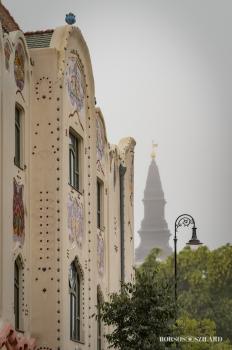 Borsos Szilárd: Kecskemét Cifra palota a Nagytemplommal