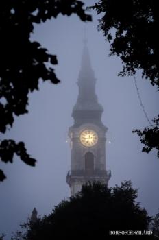 Borsos Szilárd: Kecskeméti Nagytemplom ködös időben