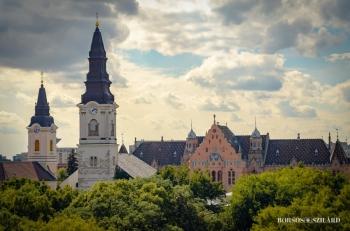 Borsos Szilárd: Kecskeméti belvárosi panoráma: a Református és Barátok temploma, Városháza